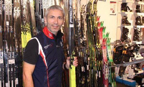 SKISALG: For daglig leder Ole Kristian Nygaard ved Sport1-butikken på Jørpeland er det ingen katastrofe at det milde været har resultert i labert skisalg så langt denne vinteren.