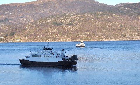 FRAKTAR FLEIRE: Ferjene i Hjelmeland-Nesvik-Skipavik fraktar 25 prosent fleire bilar over fjorden i år enn i fjor. I 1. mai-helga, den første helga med skikkeleg køkaos, var trafikken 69 høgare enn i fjor.
