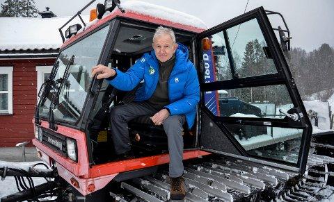 STÅR PÅ: Per Einar Gravdahl har kjørt tråkkemaskinen frivillig i 25 år for Berger IL.