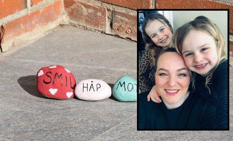 Susanne Nielsen og døtrene Abelone (bak) og Ovidia har malt og lagt ut mange koselige steiner i Drammen. Steinene på bildet er det imidlertid noen andre som har laget.