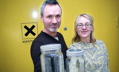 ØNSKER: Norgesglass er tingen når et arbeidsseminar arrangeres. Kunsthall Grenland ved Andreas Rishov og Hanne Christensen ber om at folk som har slike tar kontakt.