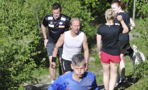 BLIKK FOR TOPPEN: Tor Arne Sannerholt klarte å holde Ronny Deila bak seg opp til toppen av Ulvskollen torsdag.FOTO: KRISTIAN HOLTAN