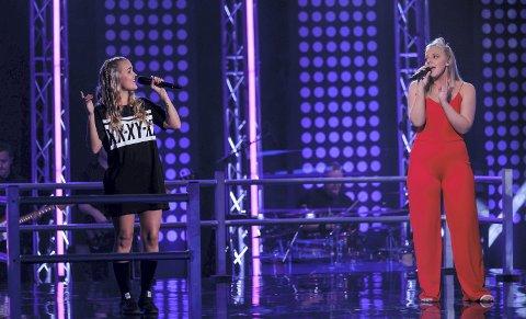 DUELL: Andrea Santiago Stønjum (til høyre) og Lillen Stenberg gikk begge videre fra The Voice-duellen tidligere denne uken.foto: tv2