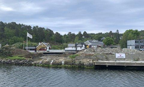 Stor aktivitet: Arbeidet på tomta hvor det skal bygges 24 leiligheter pågår for fullt.Foto: Skibsaksjeselskapet Hesvik