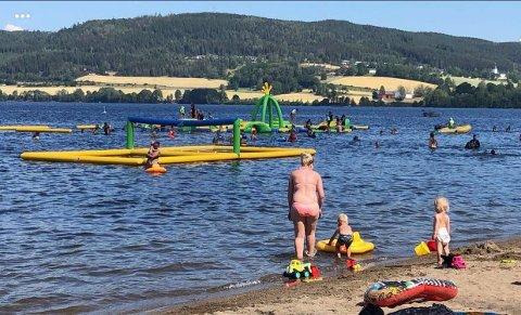 BYR PÅ MORO: Randsfjorden Badepark er det perfekte stedet å ta med barna - men et strandbesøk her passer for alle aldre.