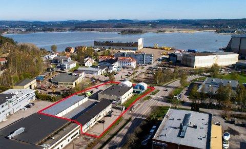 VED KALDNES: En lokal kjøper har sikret seg bygningsmassen og de mer enn seks mål store tomtene i Harpunveien 2 og 4, ved Kaldnes på Nøtterøy.