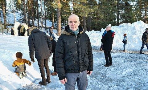 TILBAKE PÅ ÅSTA: Lederen i støttegruppen, Anstein Gimse, ledet minnemarkeringen.