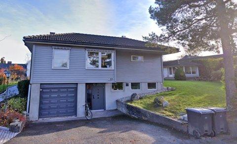 Sagaveien 22 (Gnr 54, bnr. 70) er solgt for kr 10.670.000 fra Georg Thorsnes til Helen Elisabeth Elvestad og Lars Baklund (17.08.2021)