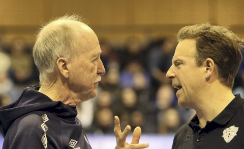Trener Ivar Bakken og assistenttrener Eivind André Pettersen fikk se TIF Viking vinne 3–2 over Førde på bortebane i CEV Cup.
