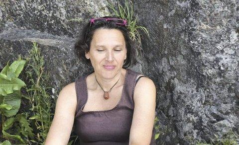 Leder for Nedreaas-selskapet Grethe Fatima  Syéd er fornøyd med at de nå skal dele ut stipend som skal fremme Nedreaas. Foto: Marie Mundal