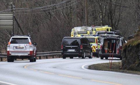 En mann i 60-årene ble funnet død i veikanten i Lindås i februar. Siden den gang har de involverte ventet på en nødvendig rekonstruksjon av hendelsen.