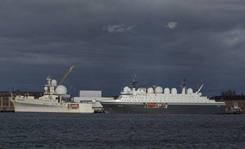 Forsvarets etterretningsskip Marjata (til høyre) er gjenstand for en politisk diskusjon om Norges sikkerhetssituasjonen, fordi fabrikken som leverte motorene til spionskipet er på vei over i russiske hender.