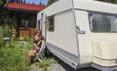 Har funnet paradiset: Trine Kvalnes fyller 36 år om tre uker. Kanskje blir bursdagsfeiringen i campingvognen i Modum.