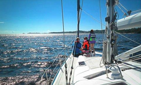 SEIL-OPPLEVELSER: Til sommeren får mange barn bli med på seilbåt-tur. Pågangen er stor.