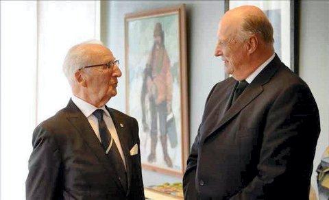 Møtte Kongen: Under Nasjonalmuseets utstilling «Den lengste reisen (1940-1945)» – om kongefamiliens situasjon og liv under andre verdenskrig, møtte Seeberg kong Harald.