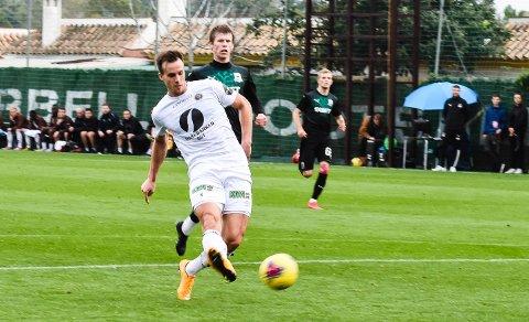 PÅ HOGGET: Fredrik Brustad spilte spiss og scoret to mål for Mjøndalen mot Krasnodar.