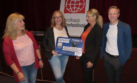 KULTURSTØTTE: Trudy Engen, Edelh Ingebrigsten, Nina Jensen og Markus Løkke Granaasen er i godt humør på Nordkapp kino.