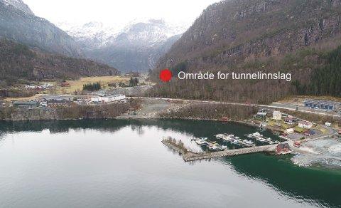 I dette området kan det bli tunnelinnslag for sambandet Indrehus-Svelgen.