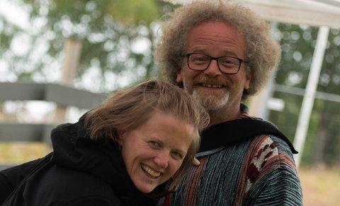 TOSPANNET: Leni Myklebust og Halvard H. Lunde er sentrale når det tek laust med solgangsfunk, buskspel og mykje anna moro på Svanøy i august.