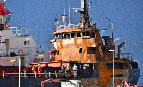 FOLKSAMT: Det var folksamt om bord i Heiko måndag føremiddag. Båten har lege ved gamlekaia i Askvoll sentrum sidan laurdag.