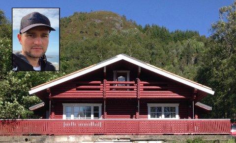 BARNDOMSHEIMEN: Samuel Strømmen frå Askvoll sel huset som far hans kjøpte  tidleg på 90-talet.