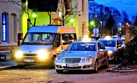 Blir utfordret av svart arbeid: Taxinæringen i Fredrikstad og Sarpsborg merker at mange bestiller pirattaxi på internett. Svart arbeid undergraver næringen. Styreleder Thomas Jacobsen skriver også om økt konkurranse fra minibusser. Arkivfoto: Geir A. Carlsson