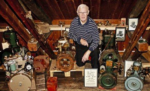MOTORVETERAN: Ragnar Lindemark startet som lærling hos Sleipner da han var 15 år. I 1970 begynte han hos Fredrikstad Motorverksted. I dag er han 82 år og jobber fortsatt noen dager i måneden.