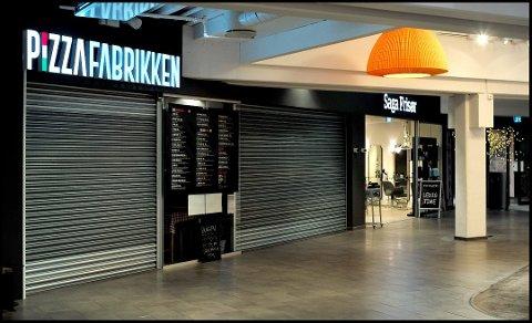 FRATATT BEVILLING: Pizzafabrikken er fratatt serveringsbevillingen. Selskapets leder, Henrik Buskoven, har nå stevnet Sarpsborg kommune og krever bevillingen tilbake.