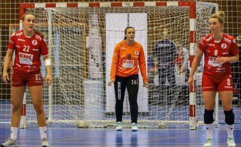 GOD KAMP - MÅTTE GI TAPT: Andrea Røning, Dorthe Groa og ikke minst keeper Jenny Sandgren var nære mot Storhamar, men tapte til slutt med fire mål.