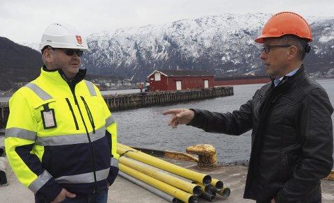 Pir 1: Det er i tilknytning til Pir 1 bak Finn Brattli og Ragnar Krogstad at den nye flerbrukskaia nå blir bygget. Foto: Terje Næsje