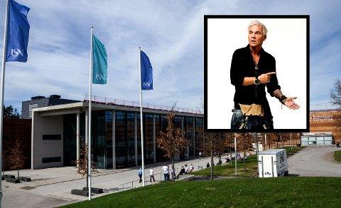 GIKK FRA SHOWET: Flere publikummere forlot Bakkenteigen kulturhus midt under forestillingen til Kristian Valen (innfelt).