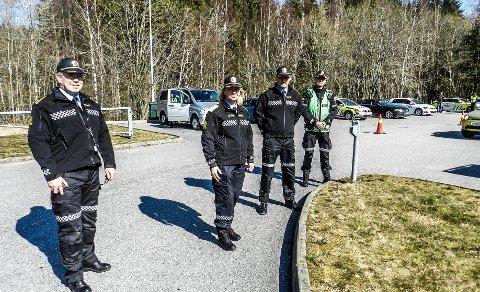 BLE STANSET: En svensk kvinne kom ikke lenger enn grensekontrollen ved Gamle svinesund i september i år. Nå må hun 11 måneder i fengsel fordi hun ikke hadde lov til å reise inn til Norge. Bildet er ikke fra den aktuelle kontrollen, men fra en grensekontroll i april i år.