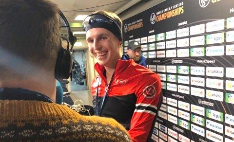 SMØRBLID: Hallgeir Engebråten imponerte alle i Vikingskipet i sin VM-debut, og hovedpersonen selv var blid som ei sol etter løpene.