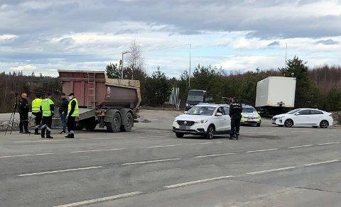 FARTSTREKKE: Strekningen ved og forbi trafikkstasjonen på Jessheim er en 60-sone, men hyppige kontroller har avdekket at mange ikke holder farten. Her fra en tidligere kontroll på stedet.