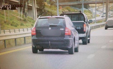Dette ble en dyr biltur på E18 for sjåføren som lå altfor nære bilen foran.