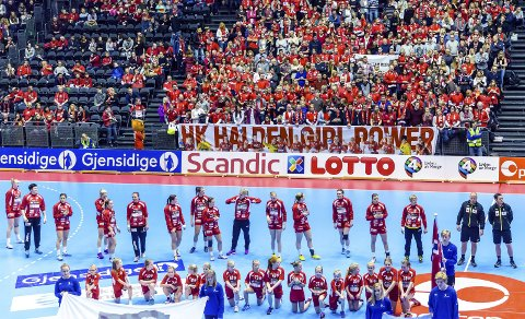 NÅ ER ALT HISTORIE: Et uforglemmelig høydepunkt. HK Halden i Oslo Spektrum, til NM-finalen 30. desember 2014.