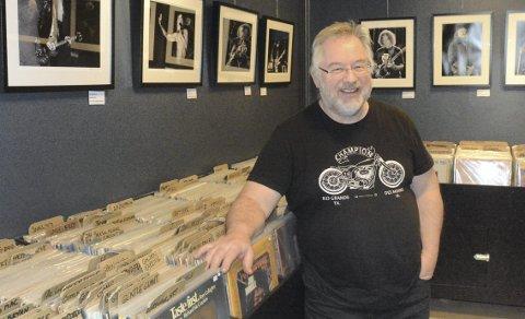 ATTRAKTIV BUTIKK: Det er ikke lenger bare gamle nostalgikere som samler på vinylplater og Håkon Busterud på Vinyl & Kaffe registrerer med glede at platebutikken tiltrekker seg stadig flere unge kunder. ALLE FOTO: FRANK MORGAN BAKKEN