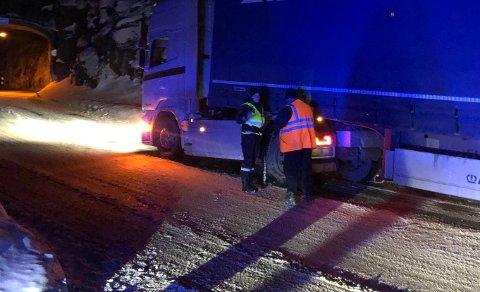 Det ble satt hjullås på trekkbilen for å forhindre føreren i å kjøre videre.
