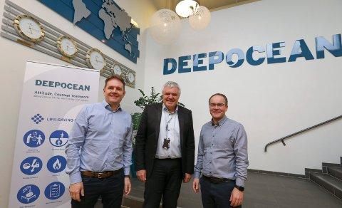 LEDERTRIO: (f.v) Chief Operations Officer Ottar Mæland, konsernsjef Deep Ocean Øyvind Mikaelsen og daglig leder for Haugesund-kontoret Olaf Hansen samlet i kontorlokalene i Karmsundgata.