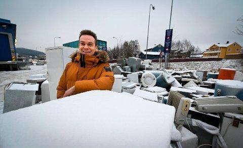 Stein-Helge Evensen, varehussjef på Elkjøp sier det har hopet seg opp med elretur.