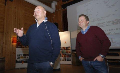 GODE SPØRSMÅL: Etter at konserndirektør Jørn-Gunnar Jacobsen og frontfigur Arne Hjeltnes hadde lagt fram planene, var det tid for spørsmål. Og de to mente at det var gode sådanne som kom.