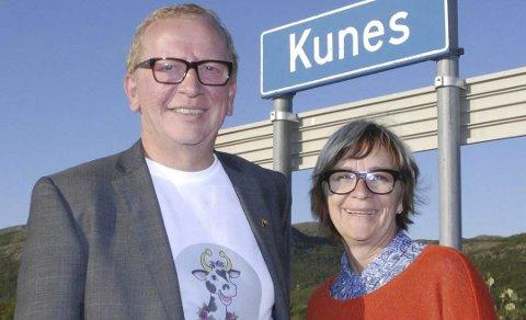 Veldig fornøyd: Bjørg Masternes er veldig fornøyd med 4G+ nettet i Kunes, og sier hun aldri har opplevd så raskt nett før. Her er hun avbildet sammen med Alf Edvard Masternes