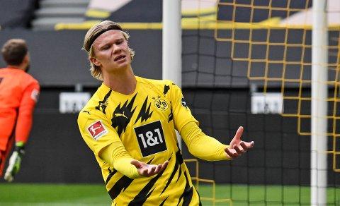 MISFORNØYD: Erling Braut Haaland markerer misnøye etter å ha bommet på en sjanse i den viktige kampen mot Eintracht Frankfurt 3. april.