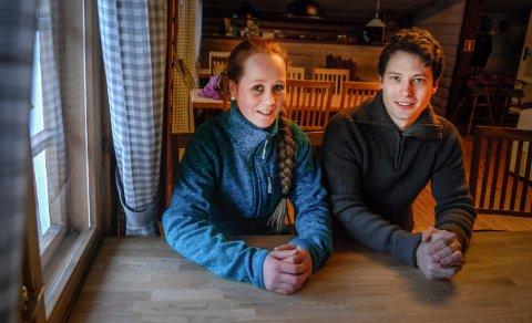 SELGER: Stian Halvorseth og Pernilla Nordengen har lagt ut kroa ved fylkesvei 40 for salg. Bildet er fra da de tok over i desember 2017.