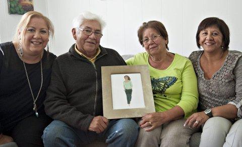 40 år i Norge: Familien Parra kom som flyktninger fra Chile til Kongsberg i 1980. F.v: Myriam, Tomas, Eva og Veronica har hatt et flott, men tidvis vanskelig opphold i Norge. På bildet er lillesøsteren Marcela, som også var med på flukten. Hun gikk bort i 2010. (Bildet er fra 2015).
