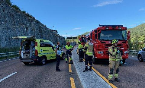 ULYKKE: Både politi, ambulanse og brannvesen rykket ut til den alvorlige ulykken på Gomsrud.