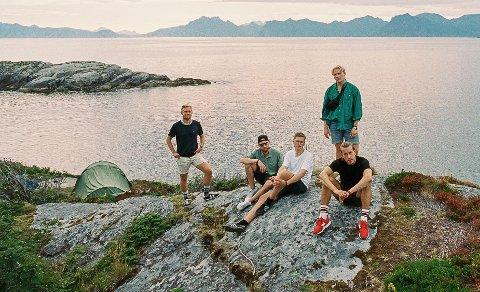 TIL SVOLVÆR: Lyse Netter holder minikonsert på torget i Svolvær 14. august.
