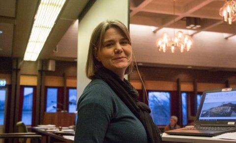 HOLDER HODET KALDT: Kerstin Undersrud Eikeland må tenke på is og snø i sommervarmen.