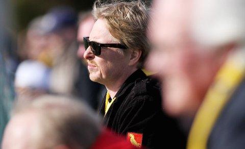 MFK-supporter, Mossepatriot, poet og musiker – Lasse Dahl har skrevet minneord om sin venn Ari Behn