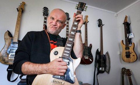 MANGE STRENGER: Tom Ostad er vokalist i Blodsmak, men bidrar også med gitar på noen av låtene.
